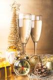 新年构成用香槟和礼物 库存照片