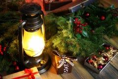 新年结构的圣诞树分支装饰了wi 免版税库存照片