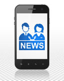新闻概念:有现场报道员的智能手机显示的 免版税图库摄影