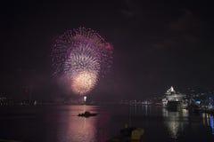 新年烟花在斯德哥尔摩港口瑞典 库存图片