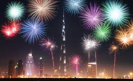 新年烟花在迪拜,阿拉伯联合酋长国显示 库存图片