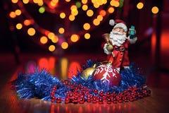 新年的玩具和圣诞老人 免版税库存图片