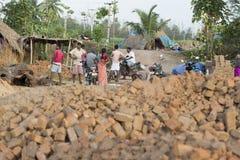 新闻纪录片的手工制造砖在印度 免版税库存照片