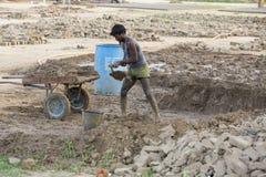 新闻纪录片的社论手工制造砖在印度 库存照片