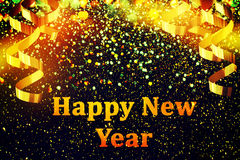 新年装饰,在金黄背景的特写镜头 免版税库存照片