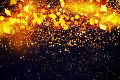 新年装饰,在金黄背景的特写镜头 库存照片