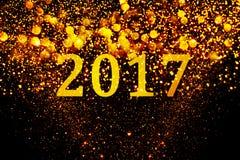 新年装饰,在金黄背景的特写镜头 免版税库存图片