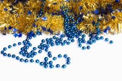 新年闪亮金属片球圣诞节装饰 免版税图库摄影