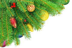 新年,与在白色背景隔绝的玩具的圣诞树。 库存图片