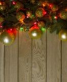 新年` s上面边界框架 圣诞节木背景 库存照片