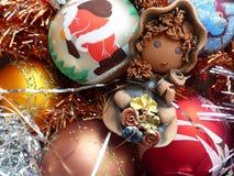 新年` s和圣诞节 地精和新年` s玻璃球形 新年的内部 免版税图库摄影