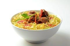 方便面汤用被炖的牛肉 库存照片