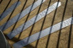方向和轴承在地面上 图库摄影