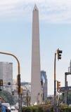 方尖碑和9 de朱利奥Avenue在布宜诺斯艾利斯 免版税库存图片
