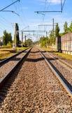 方式向前铁路在城市 图库摄影