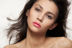 方式嘴唇做妇女的霓虹桃红色夏天 免版税库存图片