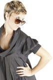 方式女孩纵向太阳镜 免版税库存照片