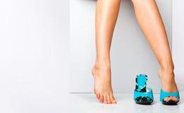 方式女性行程鞋子 库存照片