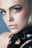 方式秀丽女孩 时髦的理发和构成 发型 库存照片