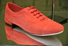 方式红色鞋子 库存图片