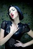 方式艺术女孩纵向 荡妇样式 魅力吸血鬼妇女 免版税库存照片