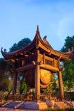 方形大厦举行在文学或范Mieu寺庙的一个大鼓在河内 在1070年修建尊敬孔子和nowad 免版税库存照片