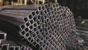 方形的外形管子,金属仓库 清洗,金属仓库,金属外形堆积在行 股票视频