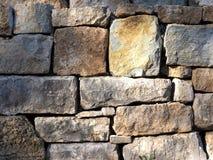 方形的岩石墙壁 库存图片