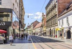方形的禁令与游人的Josip Jelacic在一个夏日在萨格勒布 免版税库存照片