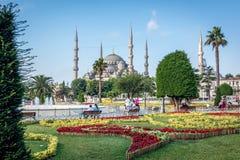 方形的近的苏丹Ahmet清真寺或蓝色清真寺 伊斯坦布尔,土耳其 库存照片