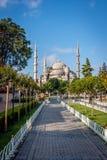方形的近的苏丹Ahmet清真寺或蓝色清真寺 伊斯坦布尔,土耳其 免版税图库摄影