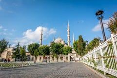 方形的近的苏丹Ahmet清真寺或蓝色清真寺 伊斯坦布尔,土耳其 免版税库存照片