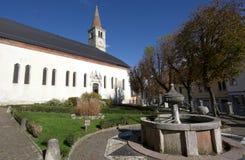 方形的Santo斯特凡诺、教会和喷泉,在贝卢诺 免版税库存图片