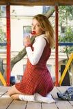 方格的女孩可爱的学校短裙 图库摄影