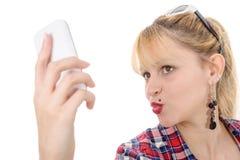 方格的衬衣的可爱的少妇有手机的 库存照片