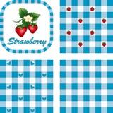 方格花布仿造无缝的草莓 免版税库存图片