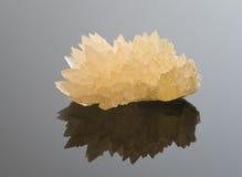 方解石水晶反射性表面 免版税库存图片