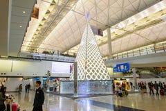 施华洛世奇冷杉木在香港国际机场 免版税库存照片