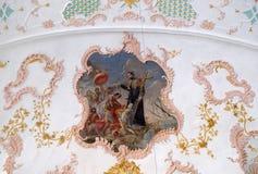 施洗印度heathens,在圣弗朗西斯泽维尔的阴险的人教会的天花板的壁画的圣弗朗西斯在卢赛恩 库存图片
