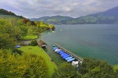 施皮茨村庄,湖图恩 瑞士 免版税图库摄影