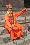 施舍前sadhu寻找的shaiva寺庙 免版税图库摄影