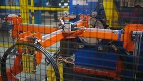 旁边外缘的自动化的生产车胎的 股票录像