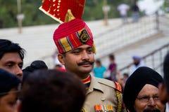 旁遮普邦,印度- 2013年5月4日:一位战士的画象印巴边界瓦各赫边界的,阿姆利则 免版税库存照片