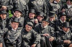旅团在天的庆祝的塔林烟囱老镇 免版税图库摄影