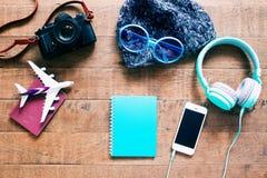 旅客、学生、少年或者少妇成套装备  顶上的o 免版税库存图片