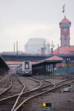 旅客列车在历史的火车站站立在Portla 免版税库存照片