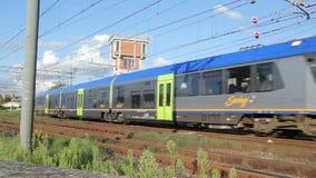 旅客列车在驻地接近 股票录像