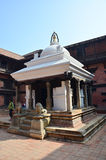 旅客和尼泊尔人民Patan的Durbar摆正 库存图片