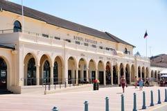 旅客和澳大利亚人民来到邦迪滩在悉尼 免版税库存照片