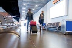 旅客在机场 库存照片